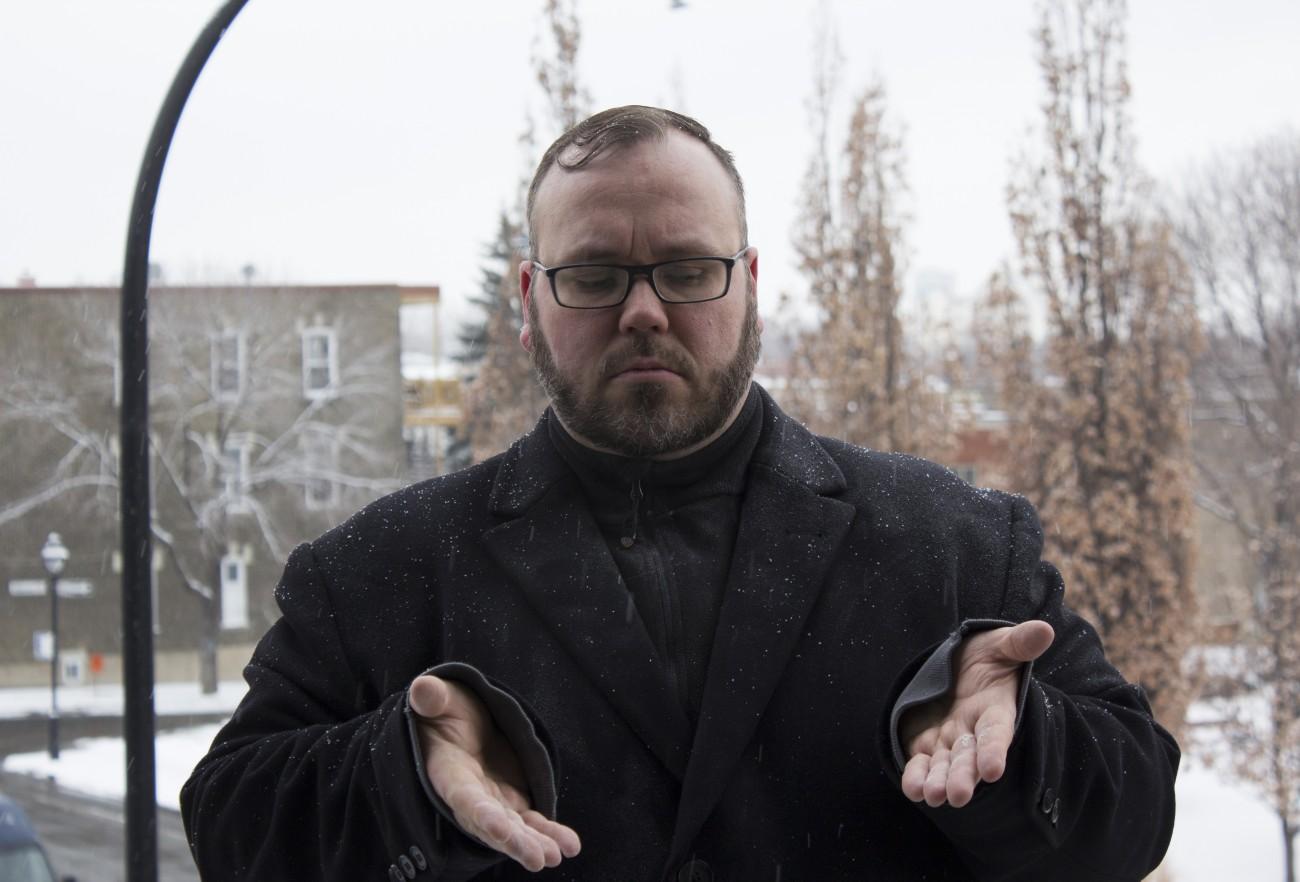 Steve Giasson. Performance invisible n° 87 (Répandre de la craie sous la neige). Performeur : Steve Giasson. Crédit photographique : Martin Vinette. 10 février 2016.