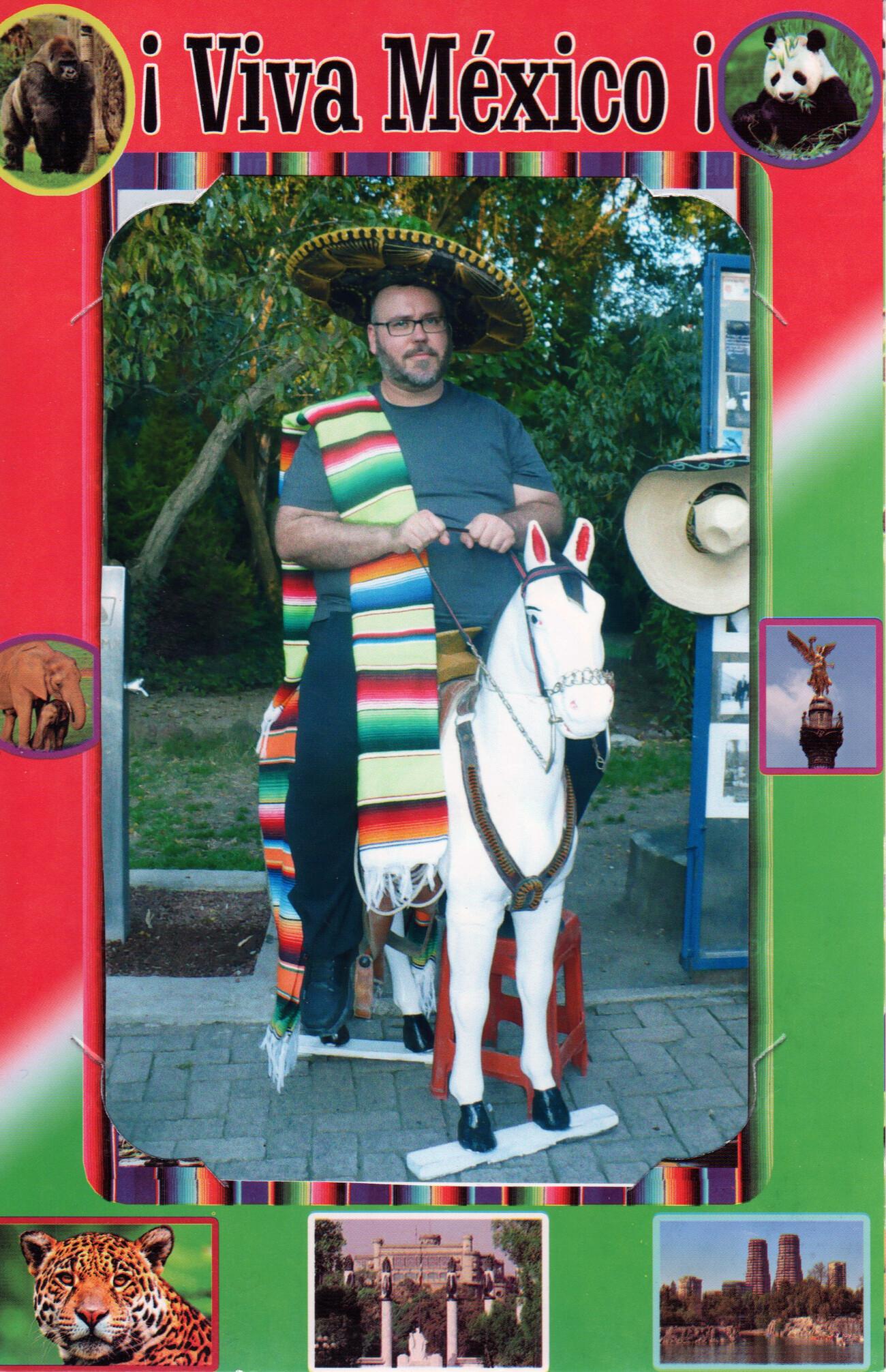 Steve Giasson. Performance invisible n° 156 (Faire tache). Performeur : Steve Giasson. Crédit photographique : Anonyme. Bosque de Chapultepec, Mexico. 5 novembre 2017.