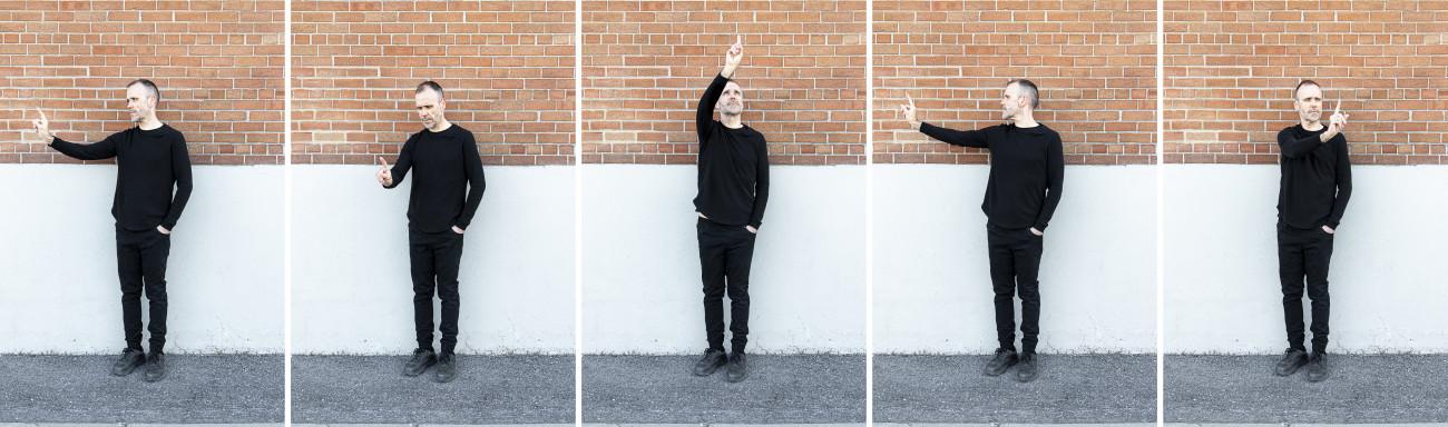 Steve Giasson. Performance invisible n° 243 (Tenter de ne rien faire d'utile). Reenactment de Karel Miler.Sledování [Watching]. 1972. Performeur : Steve Giasson. Crédit photographique : Martin Vinette. Retouches photographiques : Daniel Roy. 26 avril 2021.